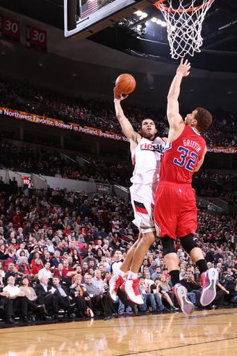 Griffin helps Clippers rally past Blazers 74-71