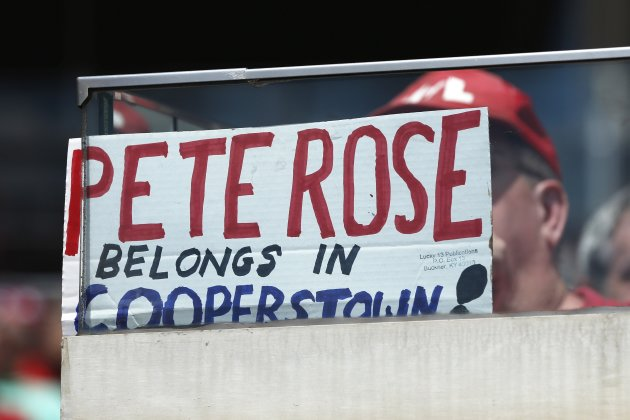A Reds fan held a sign recently supporting Rose's return to MLB. (Getty Images)