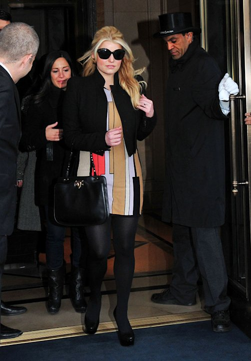 Jessica Simpson LeavesNY Hotel