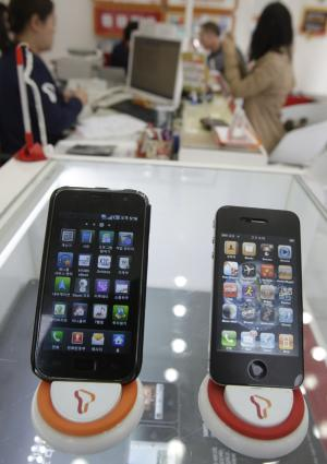 FILE - In this April 19, 2011 file photo, Samsung Electronics' Galaxy S, left, and Apple's iPhone 4 are displayed at a mobile phone shop in Seoul, South Korea. Two tech titans are squaring off in federal court Monday in a closely watched trial over control of the worldwide smart phone and computer tablet markets. Apple Inc. filed a lawsuit against Samsung Electronics Co. last year alleging the world's largest technology company's smart phones and computer tablets are illegal knockoffs. Samsung countered that it's Apple that is doing the stealing and, besides, some of the technology at issue such as the rounded rectangular designs of smart phones have been industry standards for years. (AP Photo/Ahn Young-joon, File)