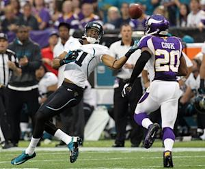 Peterson steps back in, Vikings beat Jaguars 26-23
