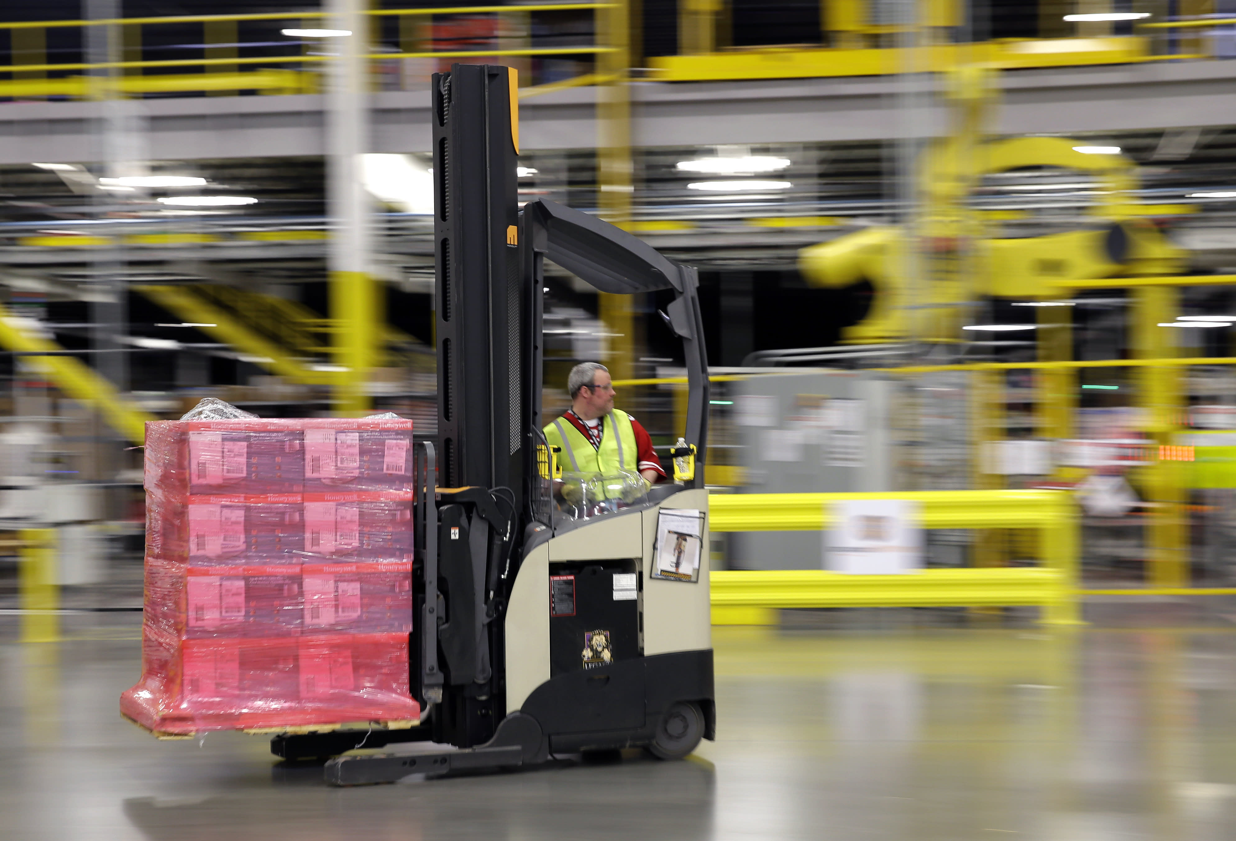 US wholesale stockpiles rise in August, but sales fall