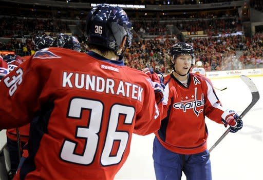 Capitals score 2 goals in 3rd, top Flyers 3-2