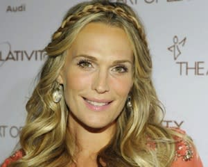 Carrie Diaries: Molly Sims to Sex Up [Spoiler]