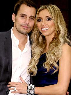 "Giuliana Rancic Thanks ""Hot Male Nurse"" Hubby Bill for Post-Surgery Care"