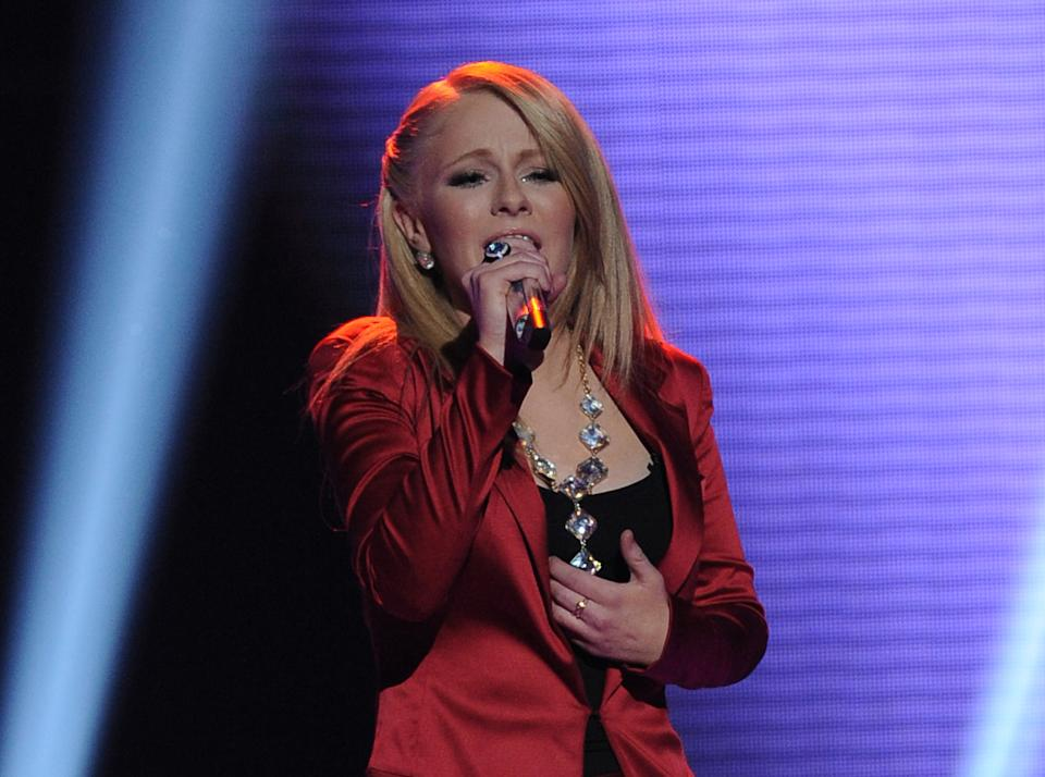 "In this April 25, 2012 photo released by Fox, contestant Hollie Cavanaugh performs on the singing competition series ""American Idol,"" in Los Angeles. (AP Photo/Fox, Michael Becker)"