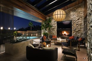 Jennifer Aniston Beverly Hills Home-fireplace