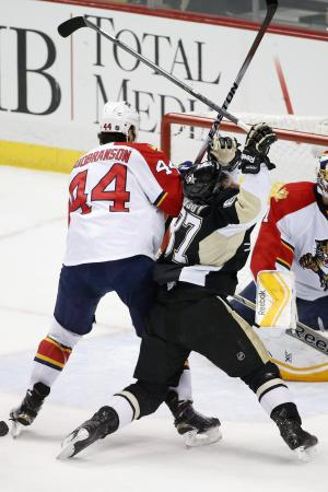 Pouliot scores in debut, Pens beat Panthers 3-1