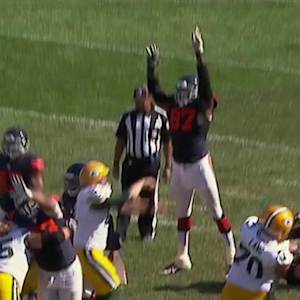 Chicago Bears defensive end Willie Young blocks Green Bay Packers kicker Mason Crosby's field goal