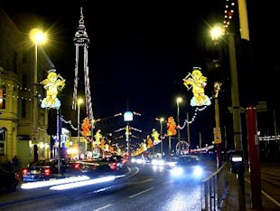 Blackpool_Illuminations_and_Tower.jpg