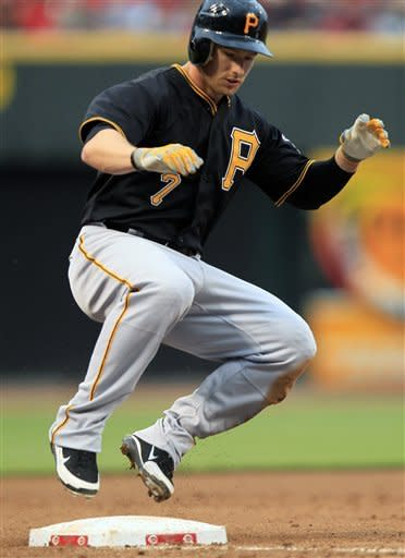 Pirates hit 3 homers to beat Reds 8-4