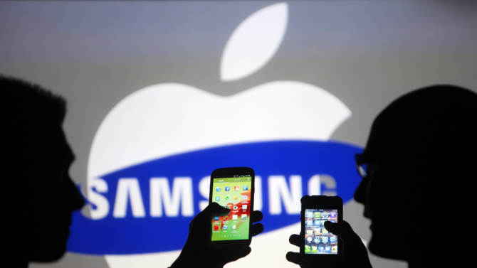It's official: Your carrier is pushing you to buy a Samsung phone over an iPhone