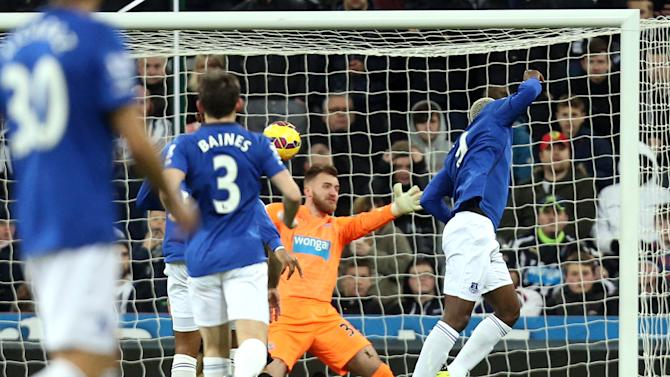 Everton's Arouna Kone, right, scores his goal past Newcastle United's goalkeeper Jak Alnwick, center, during their English Premier League soccer match between Newcastle United and Everton at St James' Park, Newcastle, England, Sunday, Dec. 28, 2014. (AP Photo/Scott Heppell)