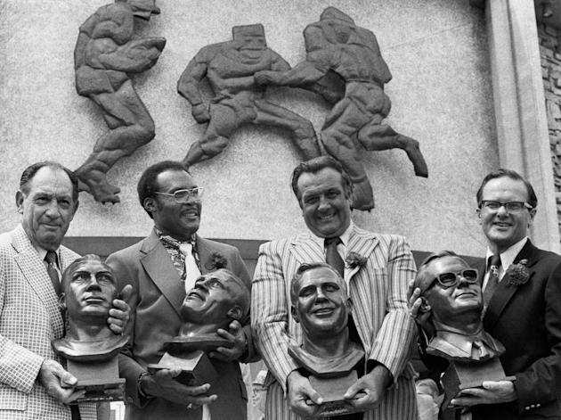 "In this July 29, 1972 file photo, Pro Hall of Fame enshrinees, from left; Clarence ""Ace"" Parker, Ollie Matson, Gino Marchetti and Lamar Hunt. pose after induction ceremonies at the Hall of Fame in Can"