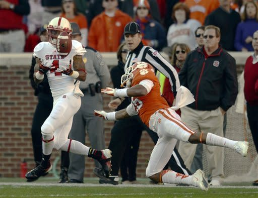 Boyd accounts for 8 TDs in 62-48 win for Clemson
