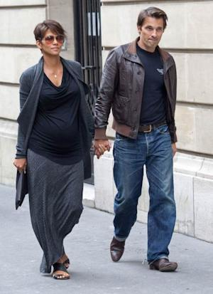 Halle Berry shows off her growing baby bump while out with Olivier Martinez on June 11, 2013 in Paris -- Getty Premium