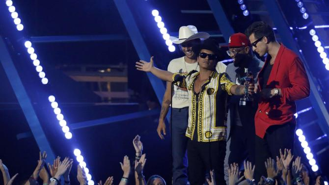 "Ronson and Mars accept the award for best male video for ""Uptown Funk"" at the 2015 MTV Video Music Awards in Los Angeles"