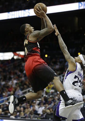 Hawks pull away late, beat Kings 122-108