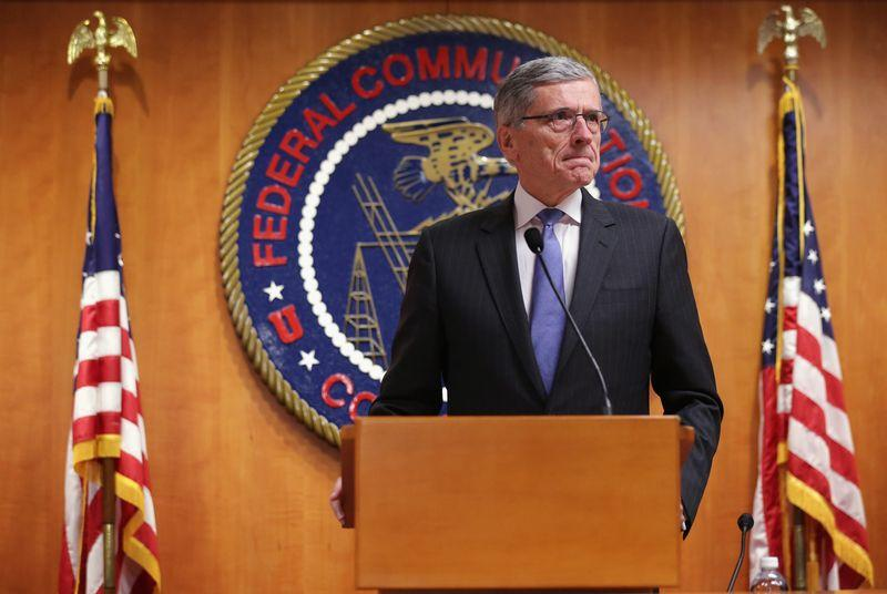 FCC overrules state laws to help cities build out municipal broadband