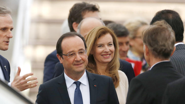 France's Hollande visits Japan to push nuke ties