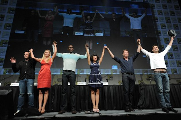 J.H. Wyman, Anna Torv, Lance Reddick, Jasika Nicole, John Noble and Joshua Jackson take a final bow at the &quot;Fringe&quot; screening and panel at Comic-Con on Sunday, July 15, 2012, in San Diego, Calif. (Photo by Jordan Strauss/Invision/AP)