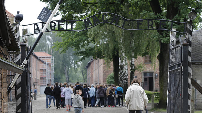 Auschwitz has record 1.43 million visitors in 2012