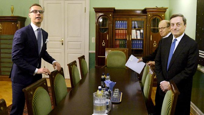 President of the European Central Bank Mario Draghi, right, Finnish Prime Minister Alexander Stubb, left,  and Governor of the Bank of Finland Erkki Liikanen pose for photos before their meeting in Helsinki, Finland, Thursday Nov. 27, 2014. (AP Photo/Lehtikuva, Vesa Moilanen) FINLAND OUT, NO SALES
