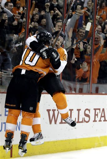 Giroux, Schenn lead Flyers over Maple Leafs 4-3