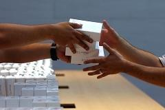 Still cool after all: New iPhone sales break record