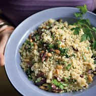 This Quinoa with Herbs and Mixed Olives recipe can help trim belly fat in your 20s.