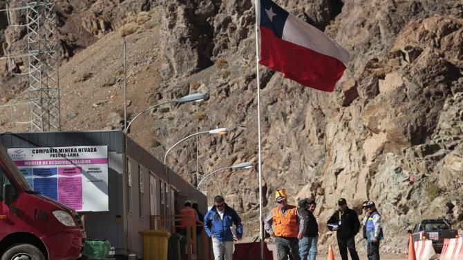 Chile's Indians take on world's largest gold miner