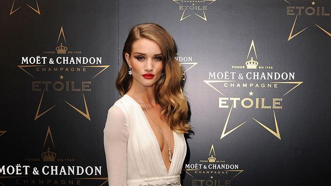 Rosie Huntington Whiteley Etoile Awd