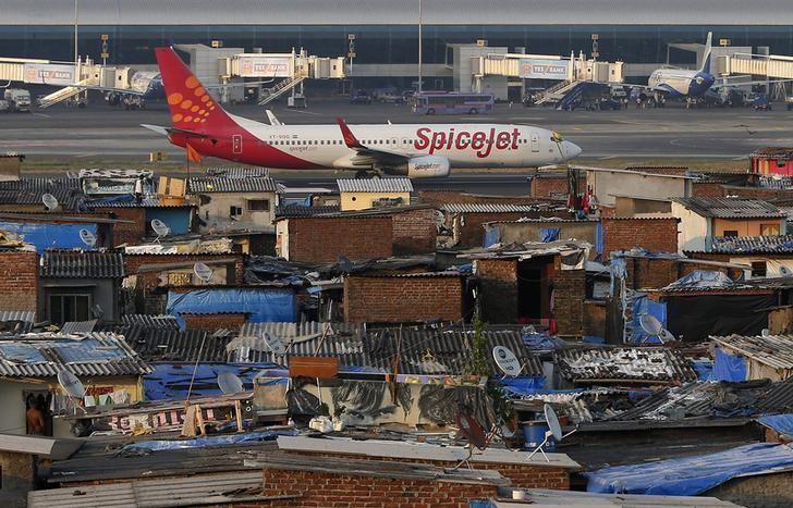 SpiceJet to choose between Airbus and Boeing for plane order