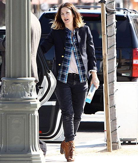 Pregnant Drew Barrymore Brings Saltine Crackers to Lunch