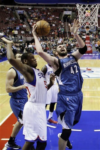 Howard, Shved lead Timberwolves past 76ers 105-88