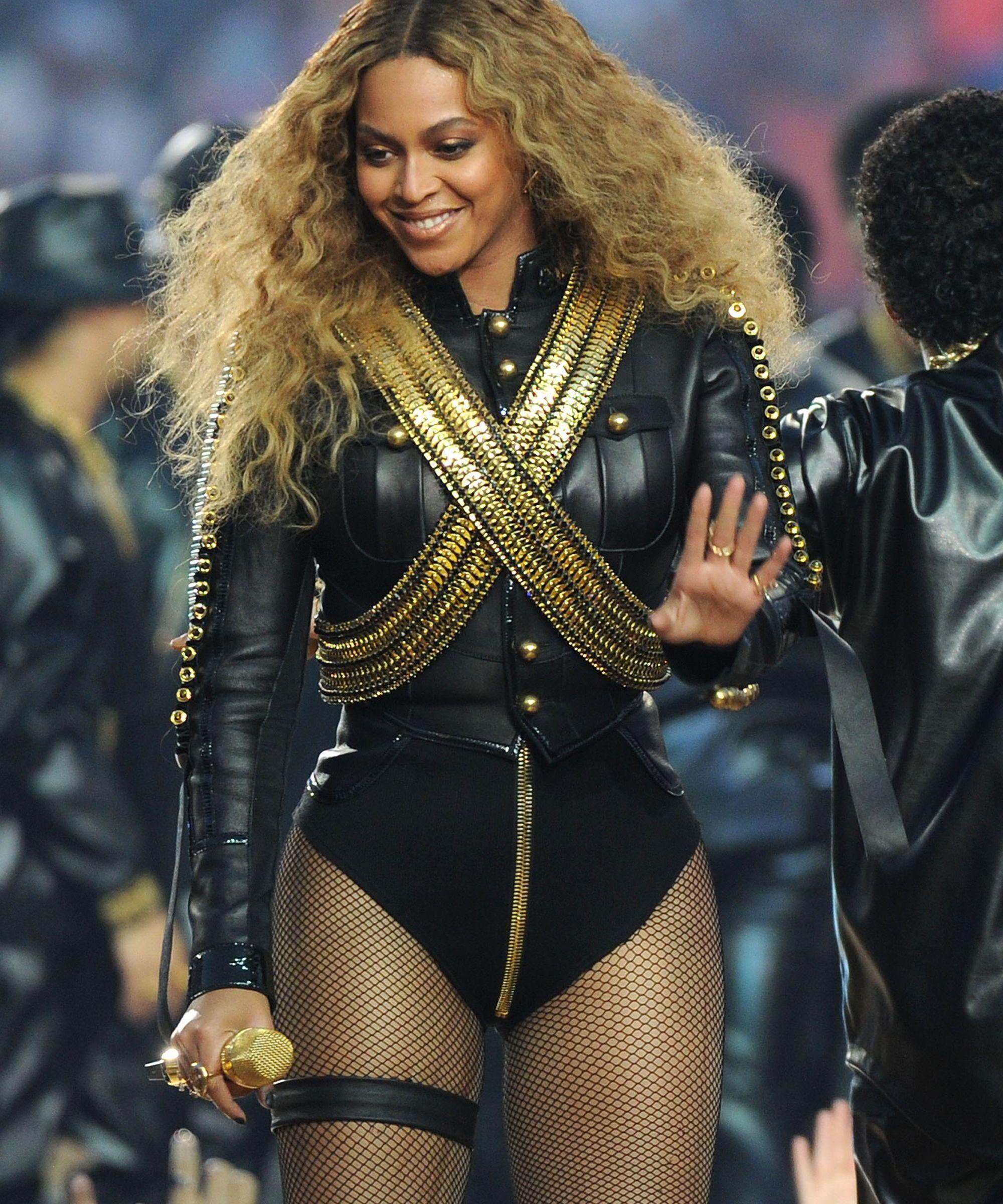 Beyoncé Proves Amazingness, Sends Flowers To   New York Times Writer