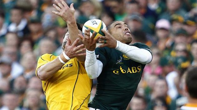 South Africa's Bryan Habana (R) competes for the ball with Australia's Wallabies' Digby Ioane during their Rugby Championship test match in Pretoria, September 29 2012 (Reuters)