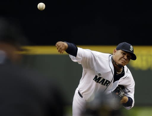 Hernandez dominant as M's beat Angels 3-2