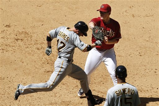 Walker's bloop single gives Pirates 2-1 win