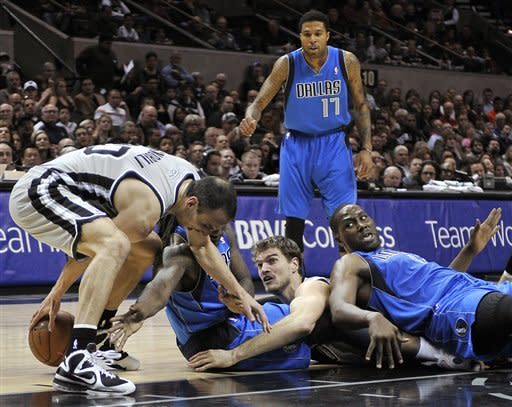 Spurs rout Mavs in Nowitzki's return from surgery