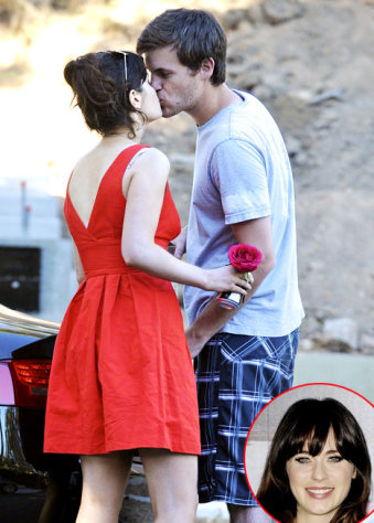 FIRST PIC: Zooey Deschanel Kisses New Boyfriend Jamie Linden!