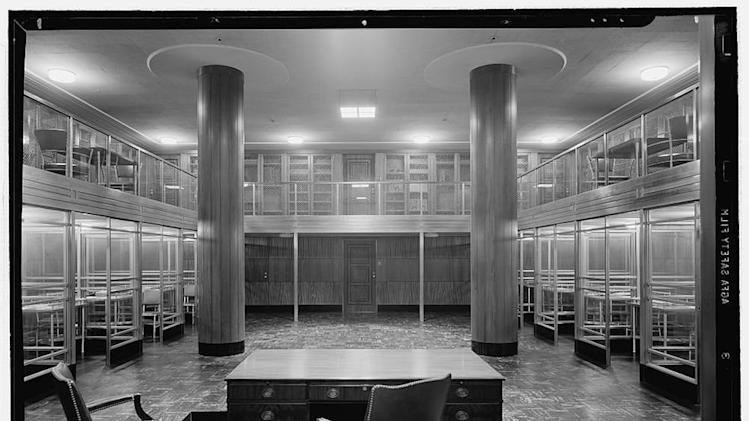 Monochromes: Look Upon the Beauty of an Empty Courthouse in 1941
