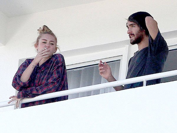 Miley Cyrus Smoking Again – Is She Ruining Her Health?
