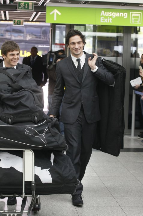 Borussia Dortmund's Hummels and Hoffmann arrive at Dortmund airport