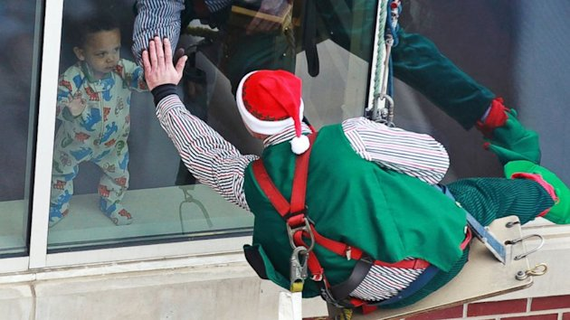 Rappelling Elves Delight Patients in Indiana Hospital (ABC News)