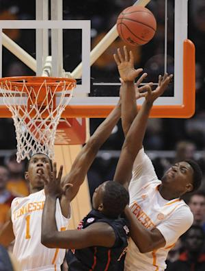 McRae leads Vols to 86-70 win over Mississippi