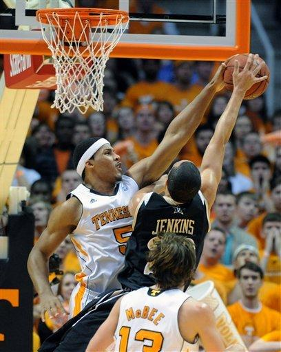 Tennessee tops Vanderbilt 68-61 for 1st-round bye