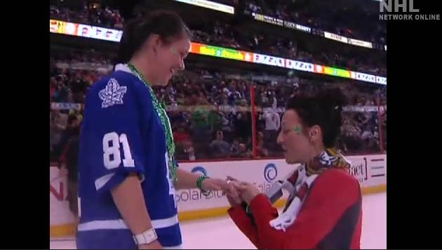 Gay Senators fan proposes to her girlfriend in front of a packed Scotiabank Place