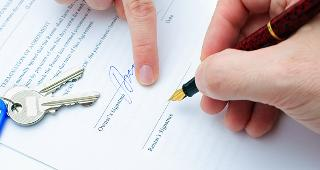 Signing rental document copyright Alexander Raths/Shutterstock.com