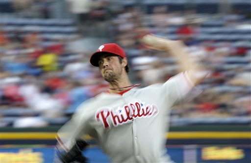 Phillies score 2 runs in 8th, beat Braves 4-2